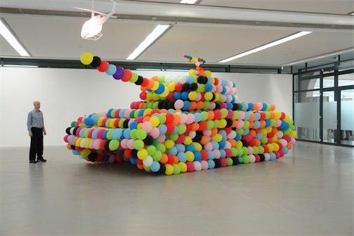 Panzer aus Luftballons